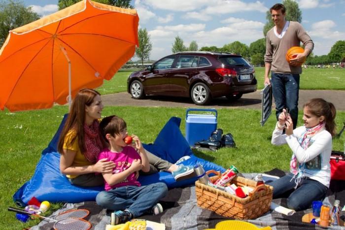 8. Chevrolet Cruze, 734 656 db. A General Motors egyetlen típusa, amely a legjobbak között szerepel. A Cruze az Egyesült Államokban, lépcsős háttal fogy kiemelkedően jól. Az európai kivonulás miatt a régiónkban népszerű kombi és az ötajtós kifejlesztése nem sokat tud hozzáadni a limuzin eredményeihez