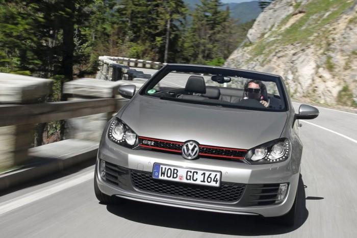 5. VW Golf, 824 629 db. Rendesen meglódultak a tavalyi Év Autójának értékesítései. Ha a Jettát és kínai leszármazottait a Golffal egy kalap alá vennénk, a dobogó első helyén állhatna, de a Volkswagen-konszern külön számítja az egy modellcsaládba tartozó kompakt autókat