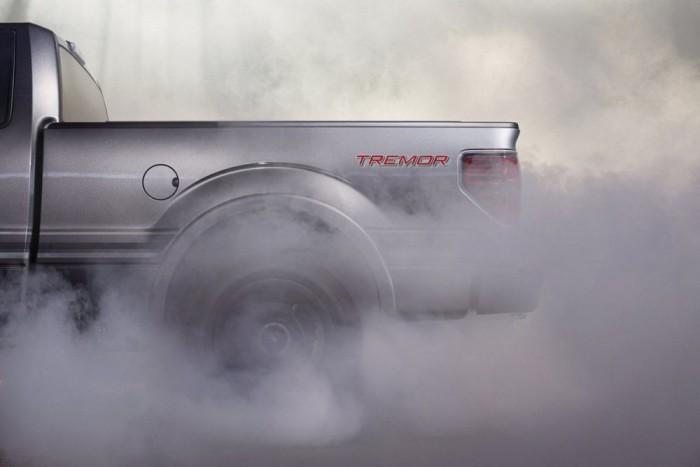 3. Ford F-sorozat, 897 445 db. Idén év elején az alumínium vázas új modelltől volt hangos a sajtó, de a dobogóra az előd állhat fel. Az amerikai gazdasági fellendülés, benne a pickuppal dolgozó építőbrigádok autóigénye, jócskán megdobta az F-széria előző évi forgalmát. Muszáj volt ezt a képet berakni