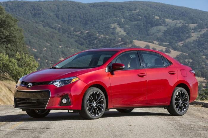 1. Toyota Corolla 1 245 404 db. Nemrég a Ford, majd a Toyota PR-munkatársai is büszkén trombitálták világgá, hogy az ő autójuk a legelső. Az adatok nem véglegesek ugyan, de ismét a japán márkáé a dicsőség. 2012-höz képest tavaly a Corolla-értékesítések 10 százalékkal nőttek
