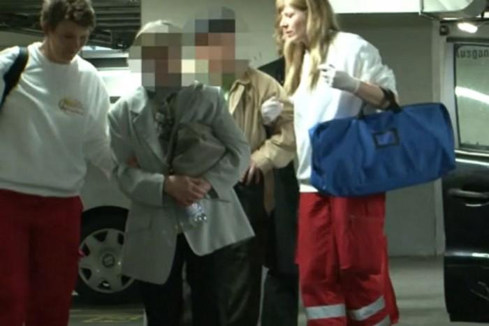 A nyugdíjas sofőrt és férjét kivizsgálásra kórházba szállították. A vérvétel nem mutatta ki alkohol jelenlétét a nő szervezetében.