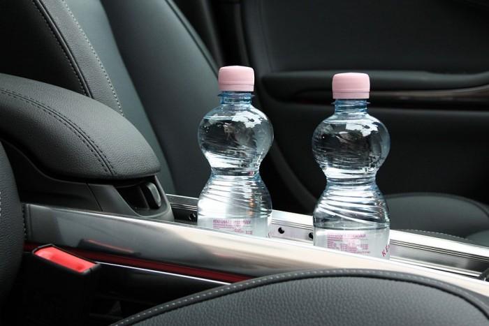 Figyeljünk rá, hogy legyen elegendő ivóvíz az autóban. Bármikor szükség lehet rá.