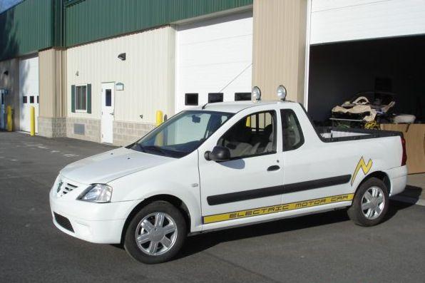 2011 Az észak-amerikai Electric Mobile Cars tisztán elektromos járműveket készül bevezetni az USA piacán. a háromtagú flotta pick-up tagja egy átalakított Dacia Logan. A cég később csődbe jut, de legalább megpróbálták.