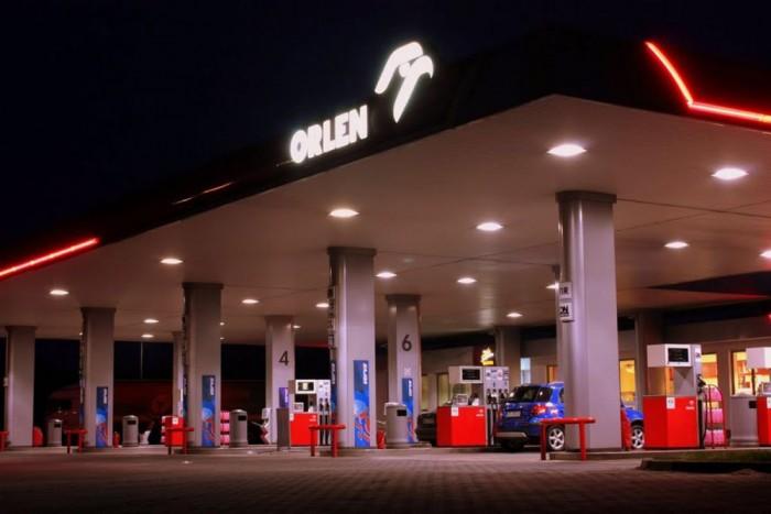 7. Lengyelország, 327 liter. Az Orlen-kutak földjén 18,5 százalékkal több 95-ösre futja az átlagos jövedelműeknek, mint Magyarországon, mert itt valamivel kevesebbe kerül a benzin