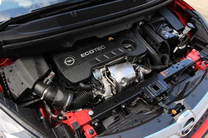 Az Euro6-os szabványnak megfelelő motor tucatnyi technológiai újdonságot kapott. Sima járása, egyenletes teljesítményleadása kiemelkedő, ahogy az étvágya is.
