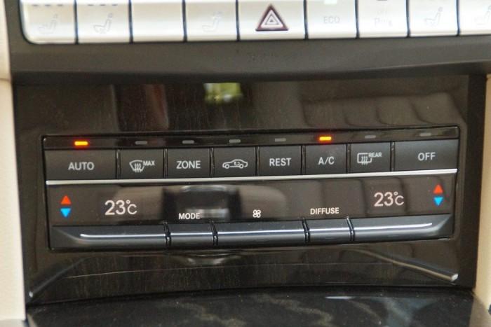 A klíma kissé agresszív, mindkét automata üzemmódban (DIFFUSE és FOCUS) nagyon hirtelen akarja lehűteni a kabint