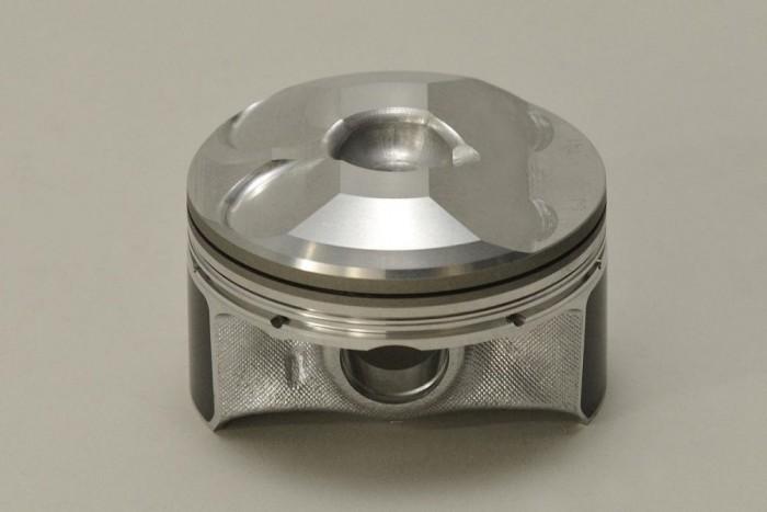 Könnyű és különleges kialakítású a Skyactiv benzines dugattyúja