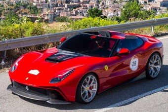 Mégsem kapott hibrid hajtást a hiper-Ferrari