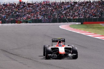 F1: Életveszélyes balesetet úszott meg a sereghajtó