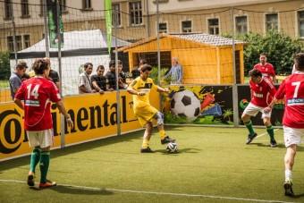 Biztonságiöv-szimulátor focimeccsek mellé