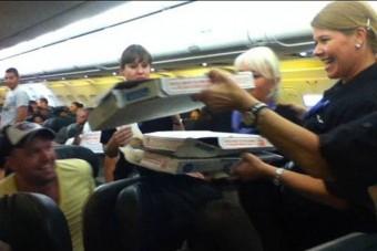 Pizzát rendelt az egész gépnek a pilóta