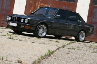 Kincs a garázs mélyén - Cápa BMW M535i