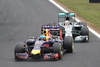 F1: Vettel magát és a csapatot is hibáztatja