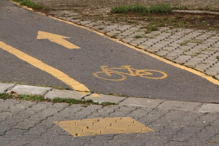 Egyirányú biciklisáv. Sokan ezt sem tudják értelmezni