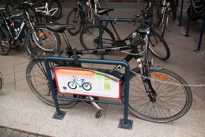 Rendőrparkoló bicikliknek