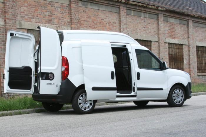 4,1 köbméternyi cucc fér a Nissan Evaliába, a hosszított VW Caddy raktere 4,7 köbméteres. A Maxi XL puttonya öt