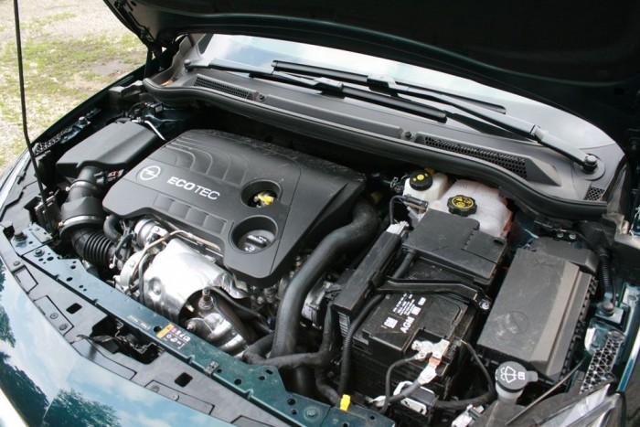 Ideális a 200 lóerős motor az 1,7 tonnás Opelbe