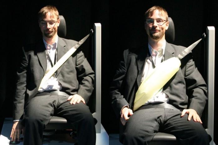 Nagyobb felületen fogja meg a hátsó szélső üléseken ülőket a légzsákos öv. Az újdonsággal jobban eloszlik az öv nyomása balesetkor. Leeresztett légzsákkal a kicsit vastagabb öv nem zavaró