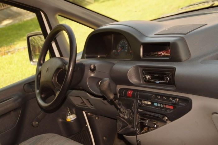 A vezetési ergonómia nem rossz, a széles kabinban bezártságérzetünk sincs