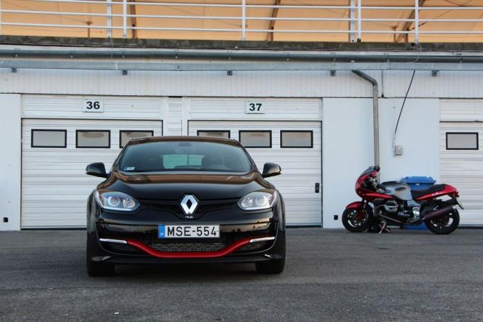 A 265 lóerős Mégane RS csak a parkolóban pihent. Teszt hamarosan!
