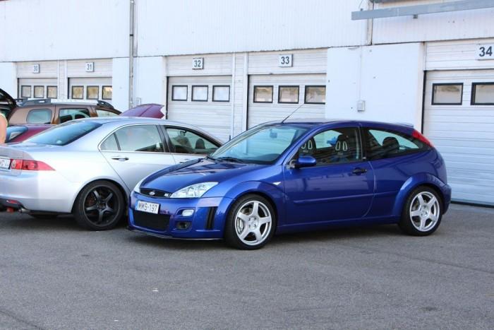 Újabb szépség a parkolóban. Az első Focus RS.