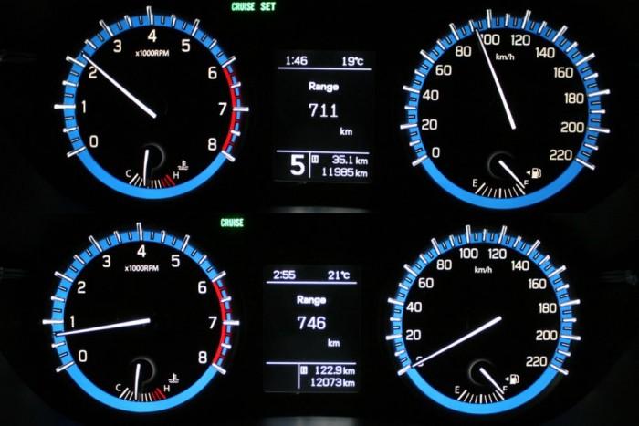 123 km után a számítógép nagyobb hatótávolságot ír, mint induláskor. Ez nem nem tévedés, ilyenek a fedélzeti számítógépek, mert mindig az utolsó szakasz alapján számolják ki a megtehető távolságot