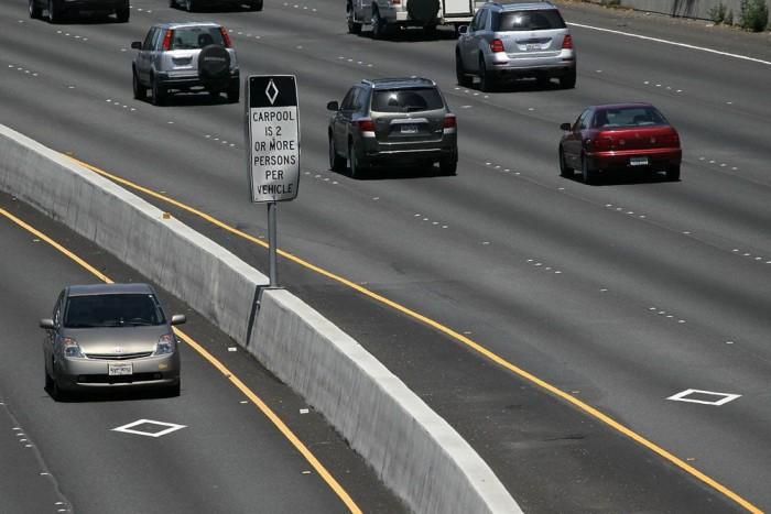 Az Egyesült Államok egyes autópályáin külön sáv van a 2-3 személlyel autózóknak