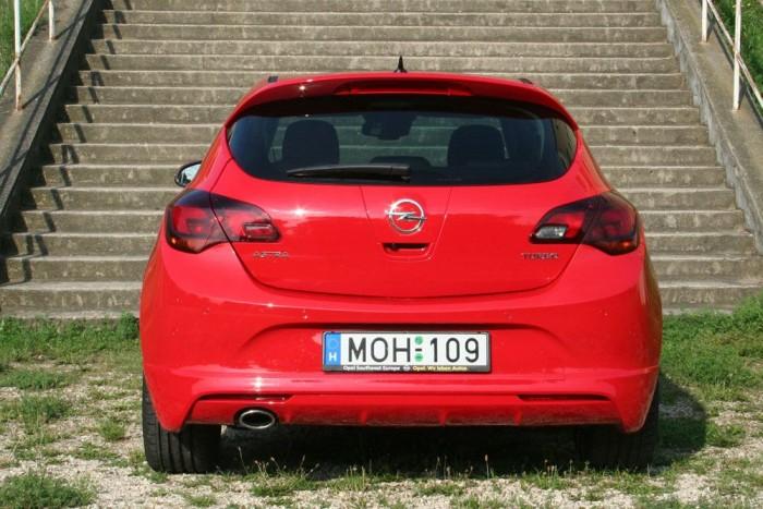 Nem miatta piacvezető az Opel. Jó mutat a portfólióban, de ön nem ezt fogja megvenni ha Astrát vásárol