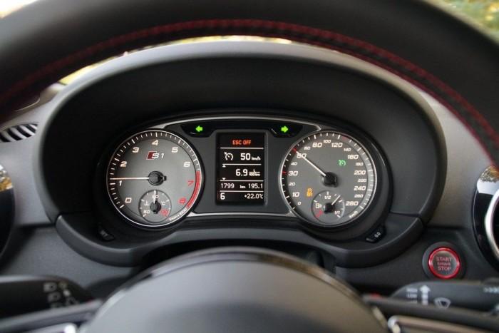 50-nél hatodikban ennyit forog. Pedig 370 Nm 1600-nál elbírna egy sokkal hosszabb váltót