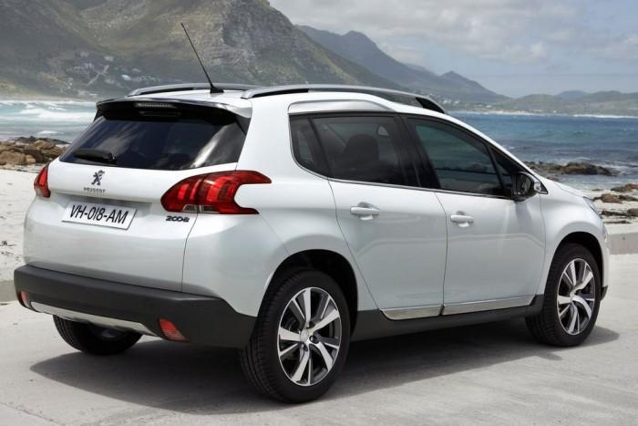 A Peugeot 2008 1.2 Puretech 82 EGS5 Stop & Start és a Toyota Yaris Hybrid szintén holtversenyt ért el, bár a 7,43 pont máshogy jön ki: a Peugeot csendes (69 dB(A)), de viszonylag torkos (99 g/km CO2). ot kaptak, a széndioxid kibocsátás 99 g/km CO2-kibocsátás, 70 dB(A) zajszint. Hatodik, mint a Cactus.