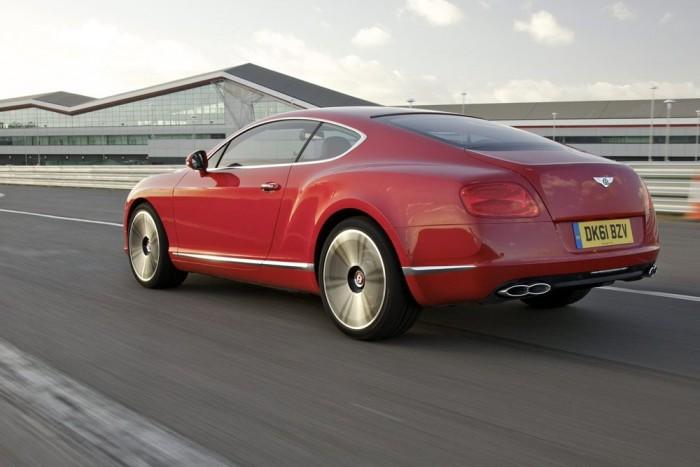 303 km/órás végsebességre képes a Bentley Continental GT V8