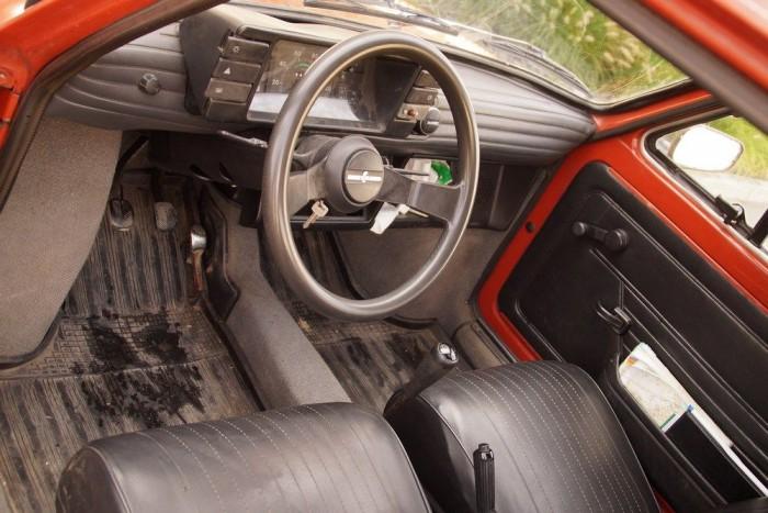 A picike autóban a vékony ajtók és a szögletes forma miatt egész sok a hely