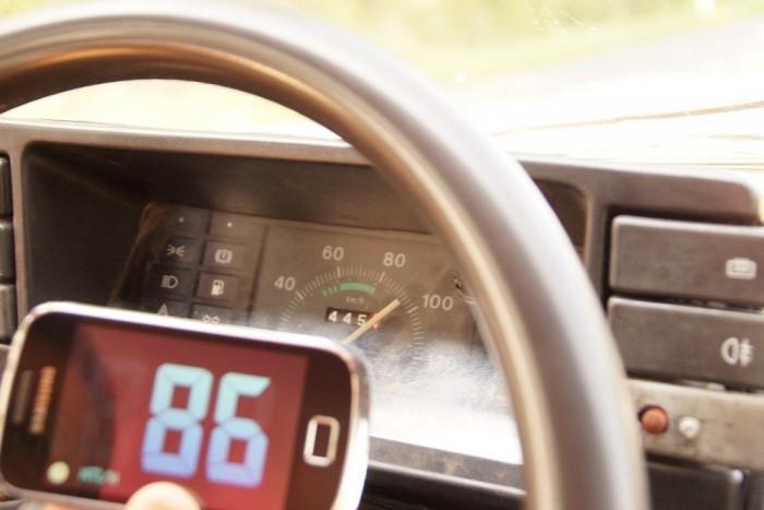 8-10 km/h-t csal az óra