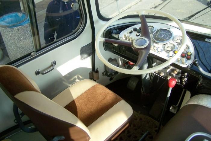 A Škoda 706 RTO modellek esetében a sofőrnek mindig saját ajtaja volt, ami megfelelt a kor elvárásainak