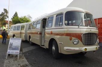 Retró Škoda csuklós busz