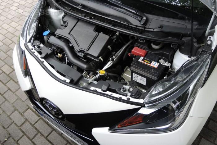 Egyetlen motor, 1,0 liter háromheneres választható az Aygohoz. Erősebb, nyomatékosabb, takarékosabb, mint a korábbi
