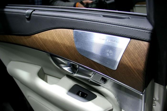 A brit Bowers & Wilkins valóban naponta szerepel a külföldi high end lapok hasábjain, ellentétben az Audikban hallgatható dán Bang & Olufsennel, amelyet többet látni dizájnújságok hasábjain