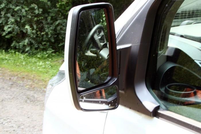 Óriásiak és jól használhatóak a külső visszapillantó tükrök