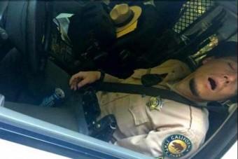 Szolgálatban ivott, autójában aludt a rendőr