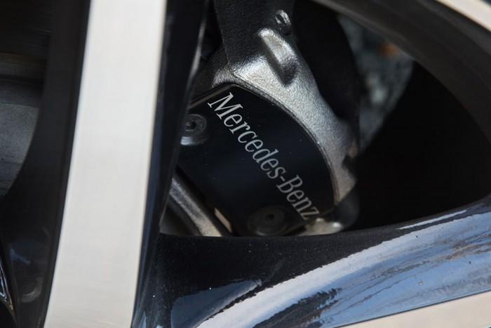 """17""""-os féktárcsák, a féknyereg Mercedes-Benz felirattal."""