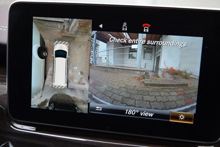 360 fokos panorámaképet figyelhetünk parkolás közben.
