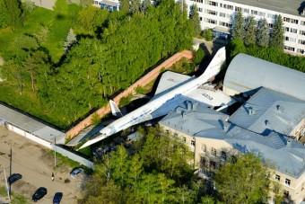 Hogy kerül egy  szuperszonikus repülő a hátsó kertbe?