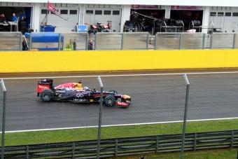 Esőben csapatott a Red Bull a Hungaroringen