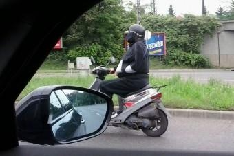 Törött karral motorozni: nem menő