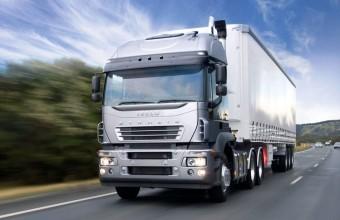 Jogsi nélkül vezetette a 40 tonnás kamiont