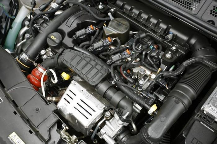 Ezzel a 110 lóerős motorral élvezhető lendülettel mozgott az autó, és a fogyasztása is alacsony maradt.