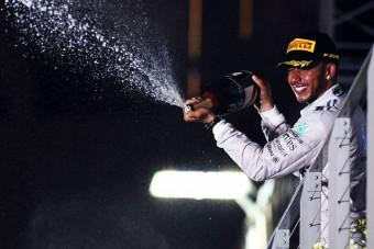 F1: Hamilton másfél kiló hússal ünnepelt