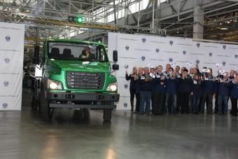 Putyin teherautót avatott