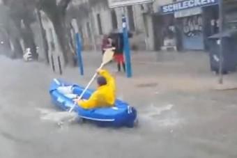 A nap videója: csónakkal a városban