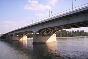 Mossák az Árpád hidat, dugók lehetnek
